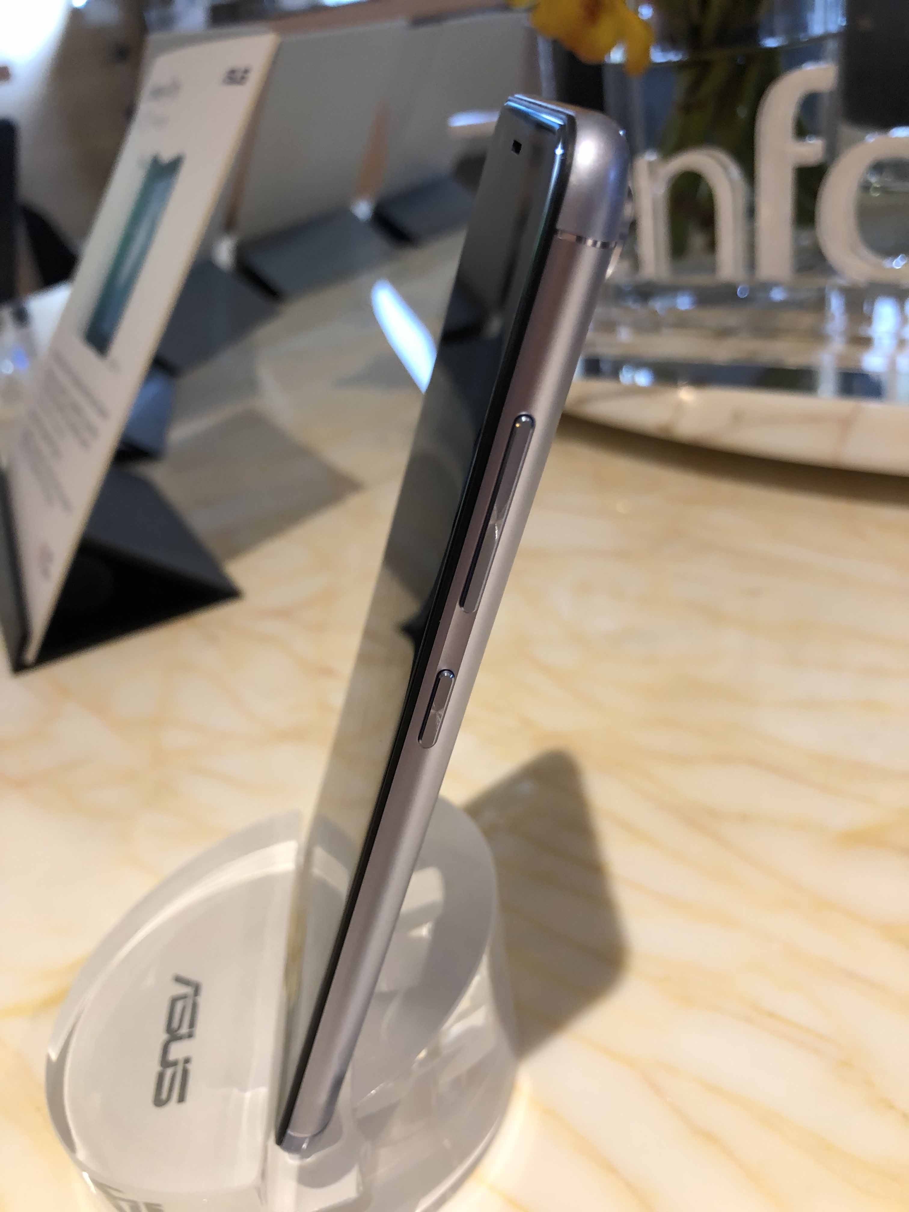 2. Asus ZenfOne Max Plus im Hands-On