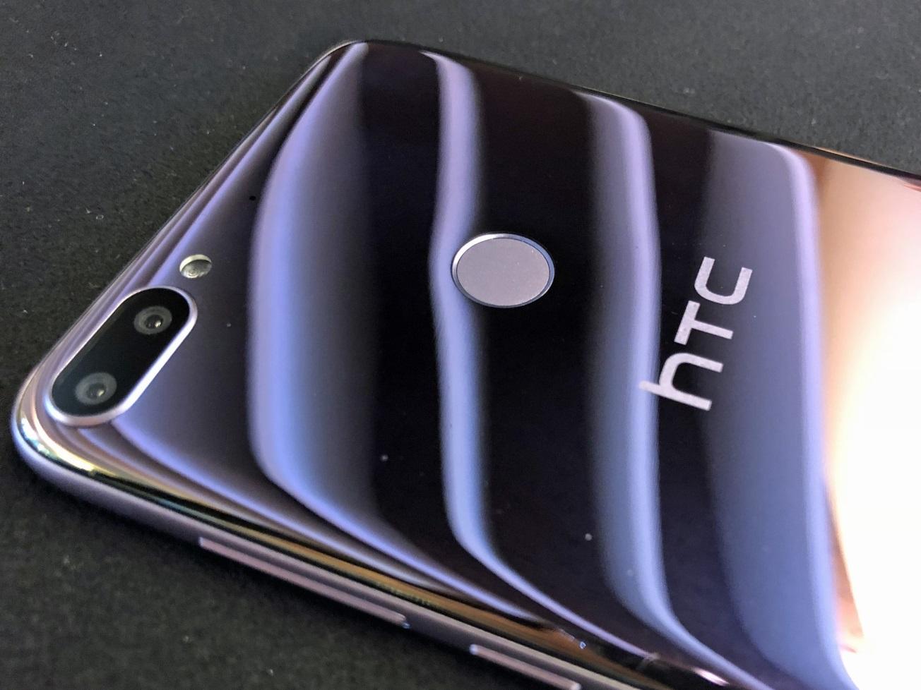 Das HTC Desire 12+ in Lila mit Dual-Kamera.