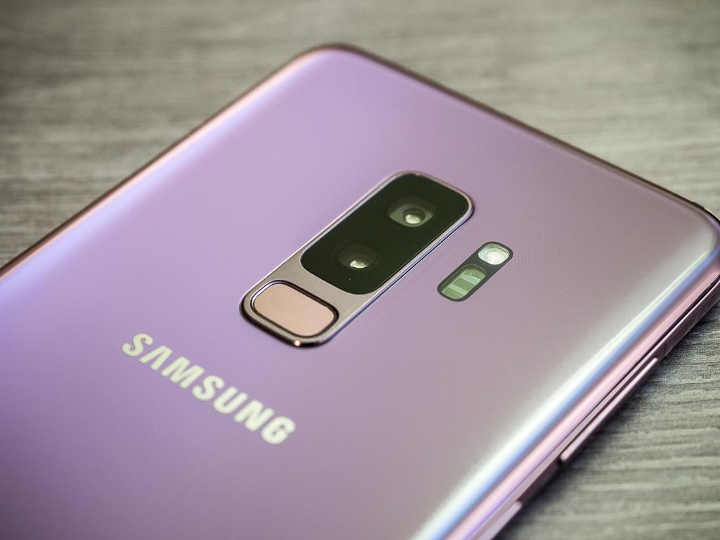Dual-Kamera und Fingerabdruckscanner des Samsung Galaxy S9+ in Lilac Purple