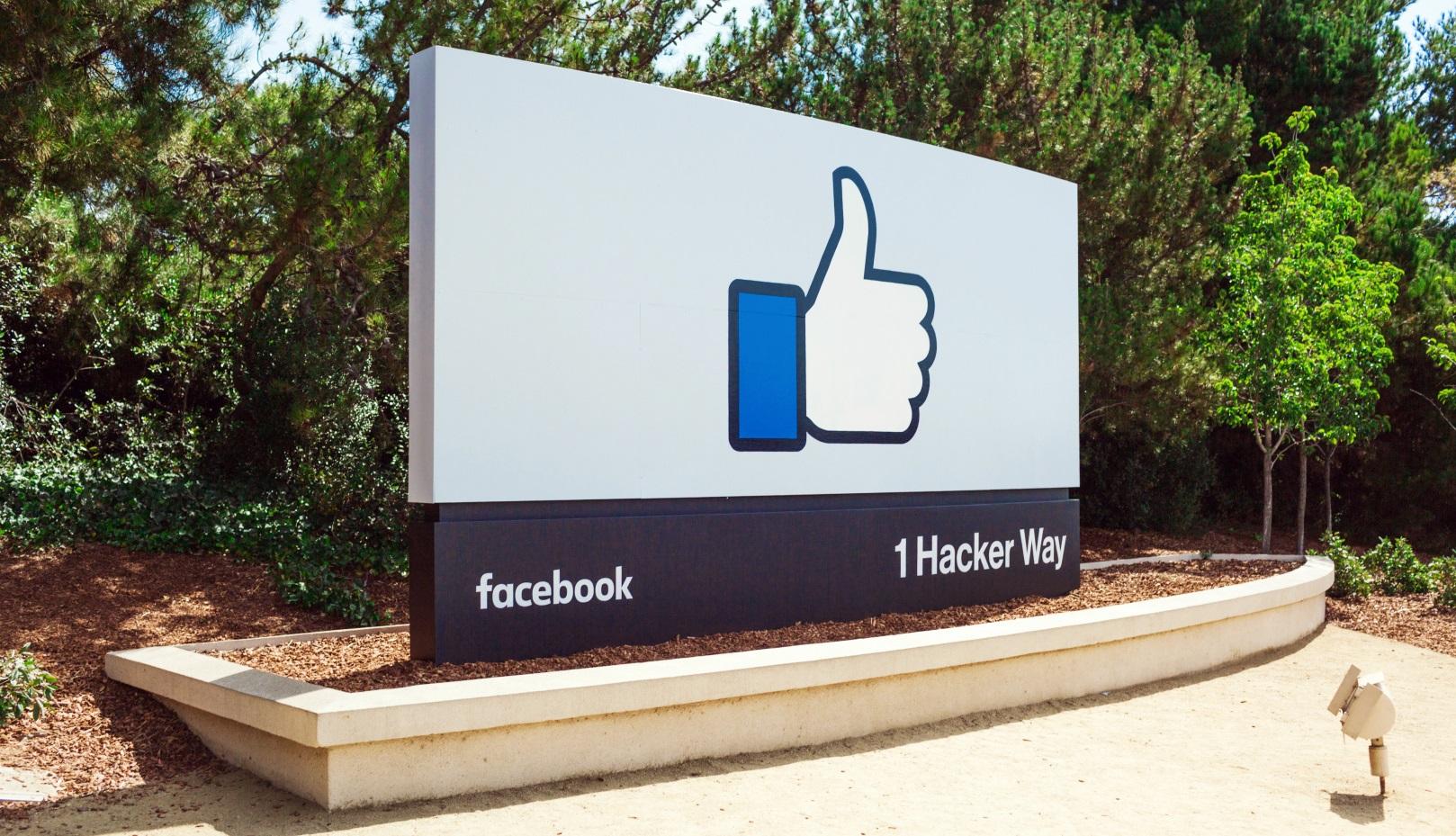 Haupteingang zum Facebook HQ.