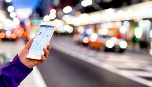 Google Maps auf einem Smartphone in der Stadt