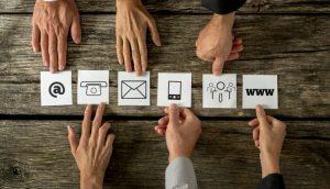 6 Service Icons und 6 Hände - Symbolbild für Service