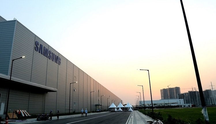 Samsung baut die größte Handy-Fabrik in Indie