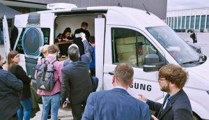 Smartphone-Reparatur: Samsungs Mobiler Customer Service Plaza startet seine Testphase in Berlin repariert defekte Samsung-Smartphones in unter einer Stunde