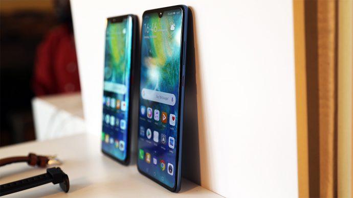 Huawei Mate 20 Pro (li.) und Huawei Mate 20 (re.)
