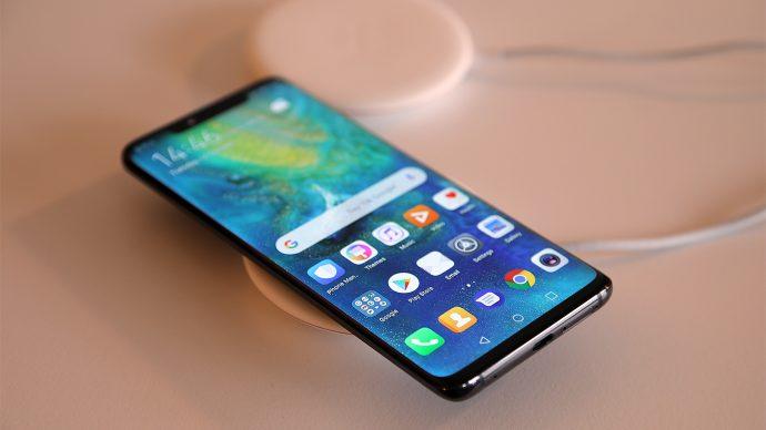 Huawei Mate 20 Pro auf Ladestation