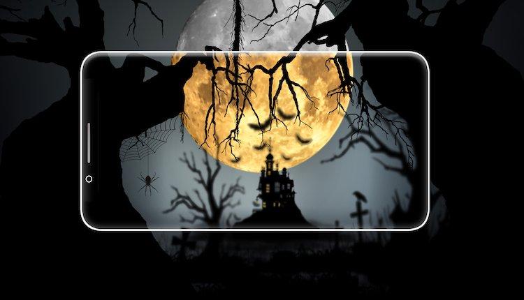 Smartphone mit Halloween Motiv