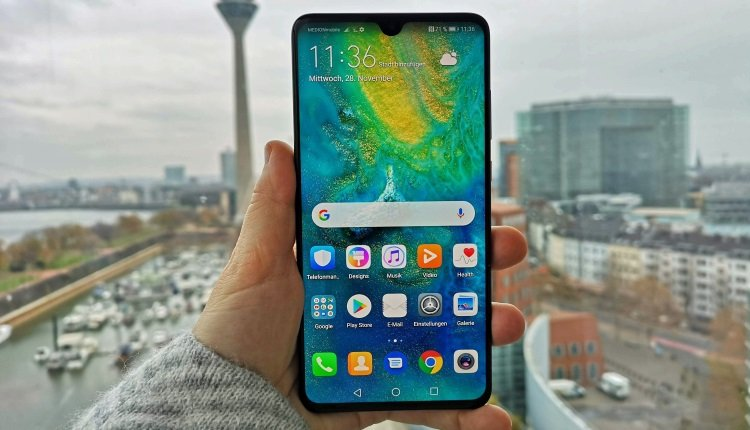Das Huawei Mate 20 in der Hand