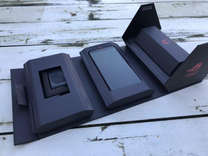 Asus ROG Phone offene Verpackung