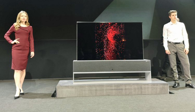 LG OLED TV R im Full View-Betrieb