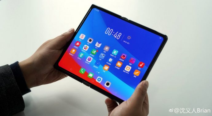 Oppos faltbares smartphone_auseinander