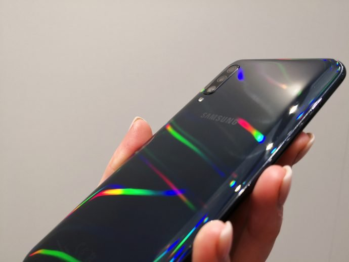 Galaxy A50 im Hands-On: Schimmerndes Mittelklasse-Modell