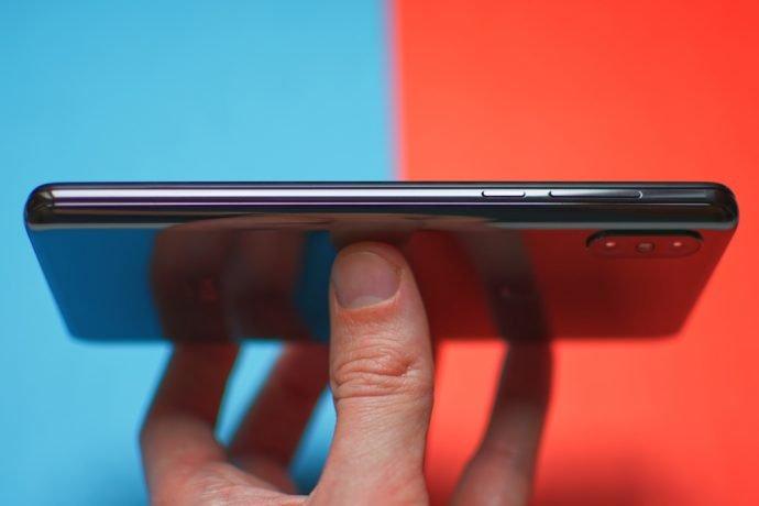 Das Xiaomi Mi Mix 3 ist ein modernes flaches Smartphone